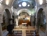 interior de la iglesia parroquial románica de Santa Maria de Arties