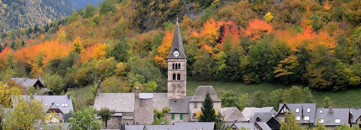 Iglesia Arties en otoño, Val d'Aran